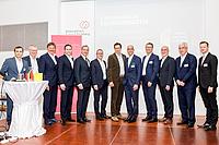 Wolfgang Bohmayr (Business Upper Austria/KC), Manfred Hackl (EREMA) Josef Haidlmair und Mario Haidlmair (Haidlmair), Axel Greiner (Industriellenvereinigung OÖ/Greiner Gruppe), Robert Machtlinger (FACC), Stephan Kubinger (Sparte Industrie in der WKOÖ/IFN), Axel Kühner (Greiner Gruppe), Rudolf Wölfer (Borealis), Reinhold Lang (JKU), Georg Steinbichler (ENGEL und JKU) Christian Altmann (Business Upper Austria) © Pixory/Business Upper Austria